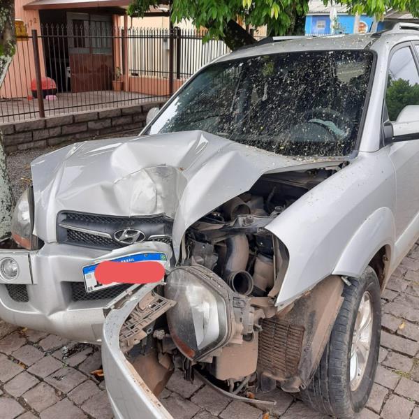 Indivíduo teria colidido o veículo que conduzia contra um poste de luz