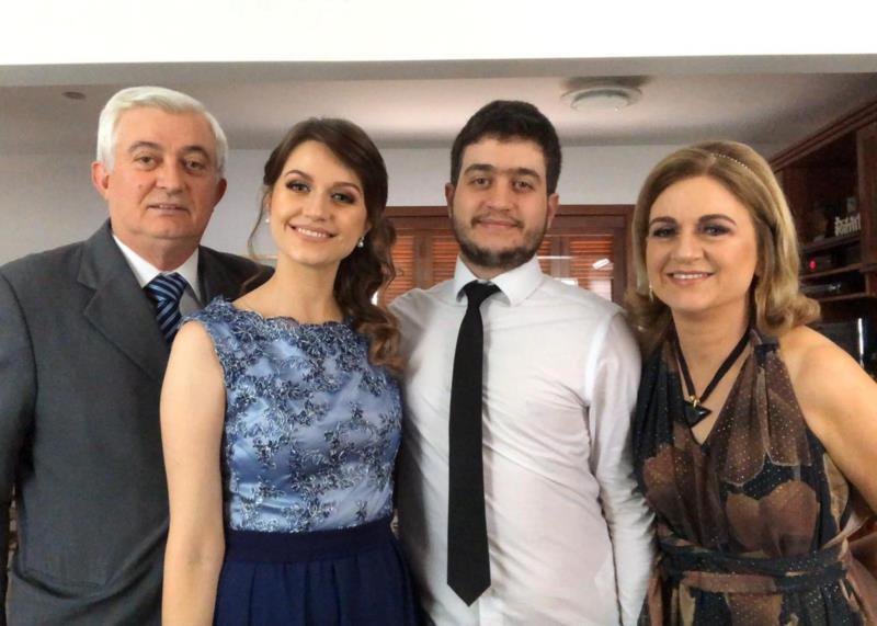 Neori, os filhos Ana Cláudia e João Victor, e a esposa Márcia