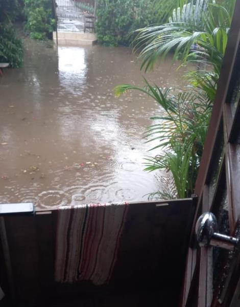 Água invadiu casas nesta tarde