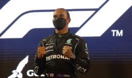 Hamilton segura Verstappen na abertura da temporada da Fórmula 1
