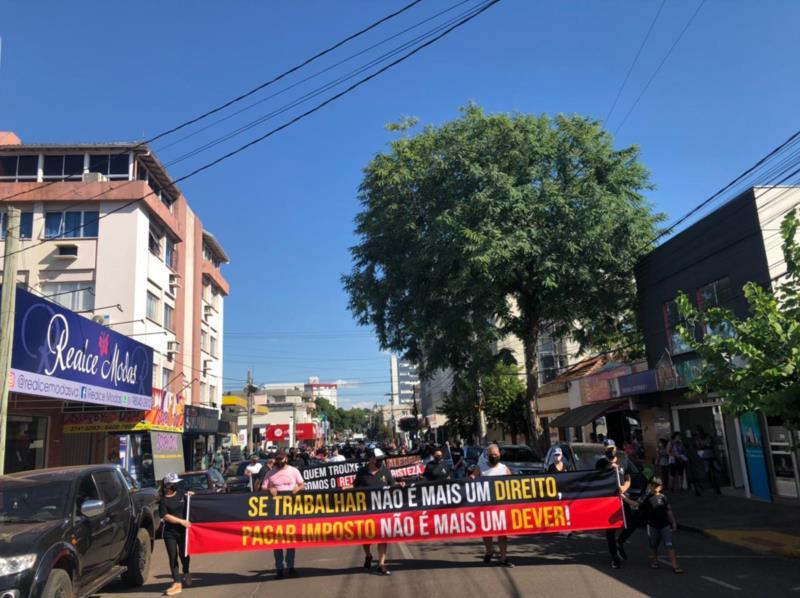 A passeata iniciou às 15h, com saída na esquina das ruas Osvaldo Aranha e Cond'Eu