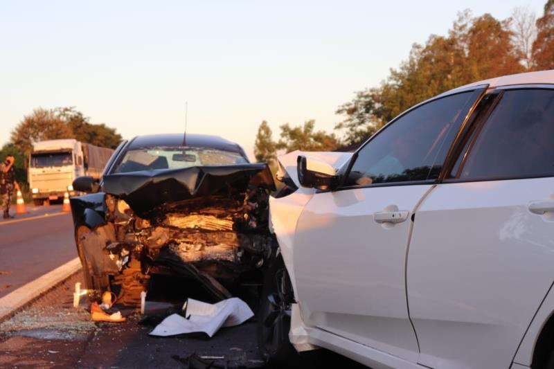 Colisão frontal envolveu um Ford Ka e um Honda Civic