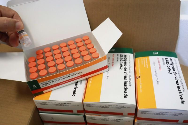Vacinas recebidas no lote de 2 de abril estão sendo aplicadas, também, como segunda dose