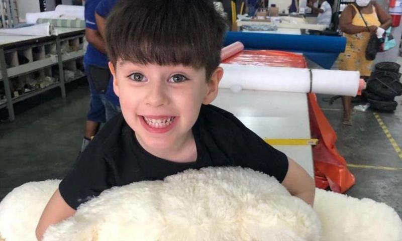 A polícia suspeita que Jairinho tenha agredido a criança e que a mãe sabia
