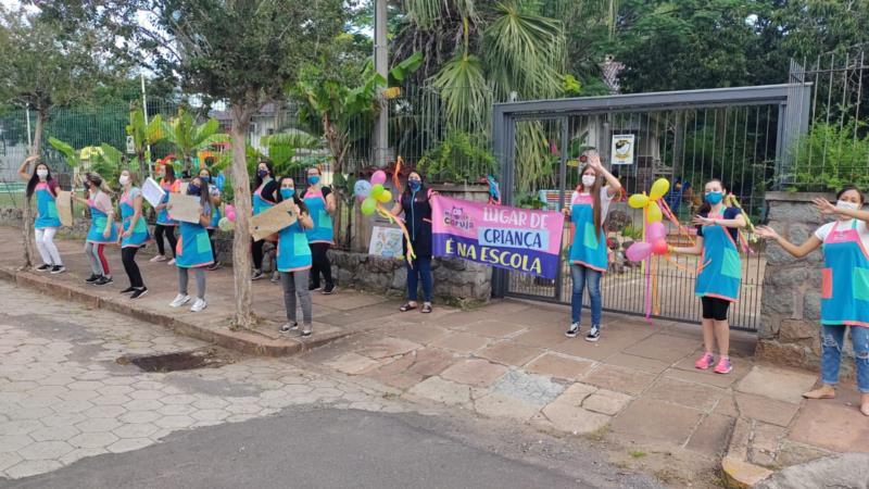 FOTOS: Escolinhas privadas de Santa Cruz protestam pelo retorno das aulas presenciais