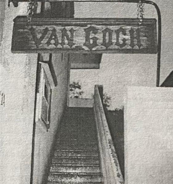 Escadaria na entrada era uma das marcas da casa de festa