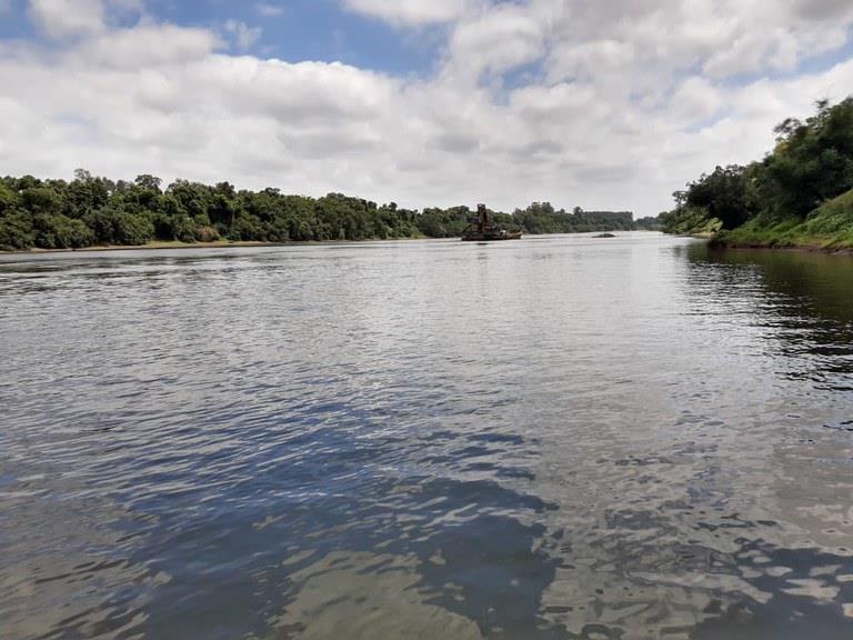 Serviços buscam assegurar um canal navegável de 2 metros e 50 durante o ano