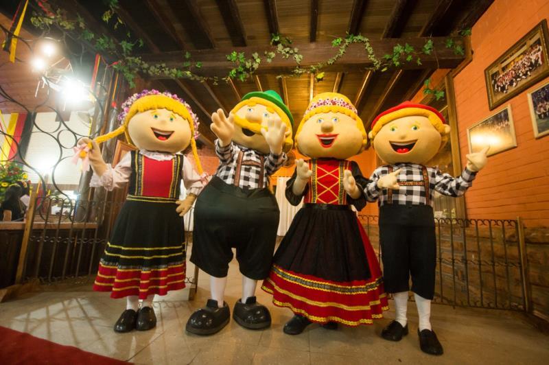 Apresentações de bandas e danças folclóricas integram a programação