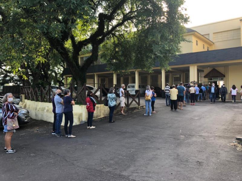 Pedestres podem se vacinar junto ao Pavilhão Central