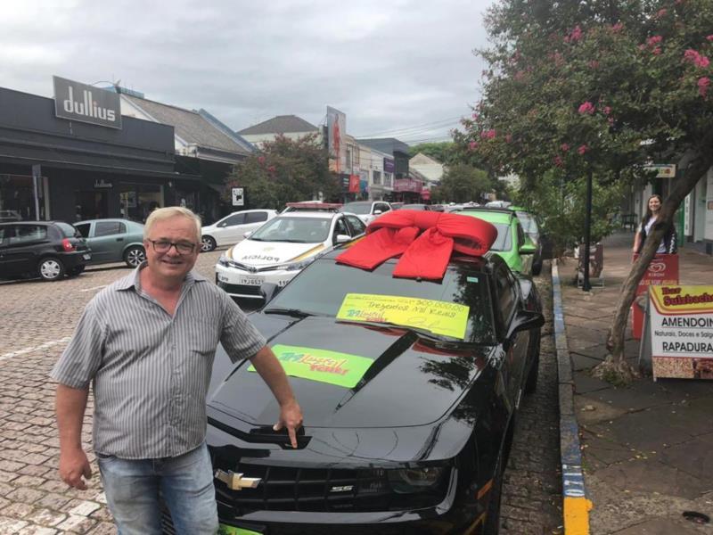 Carlos Eduardo Arend, morador de Santa Cruz, comprou a cartela no Bar Sulzbacher e faturou um Chevrolet Camaro no valor de R$300 mil no sorteio do dia 10/03/2019