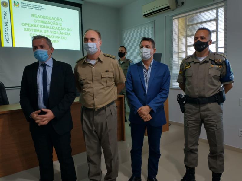 Promotor Erico Barin, coronel Reis, secretário coronel Everton Oltramari e tenente-coronel Giovani Paim Moresco