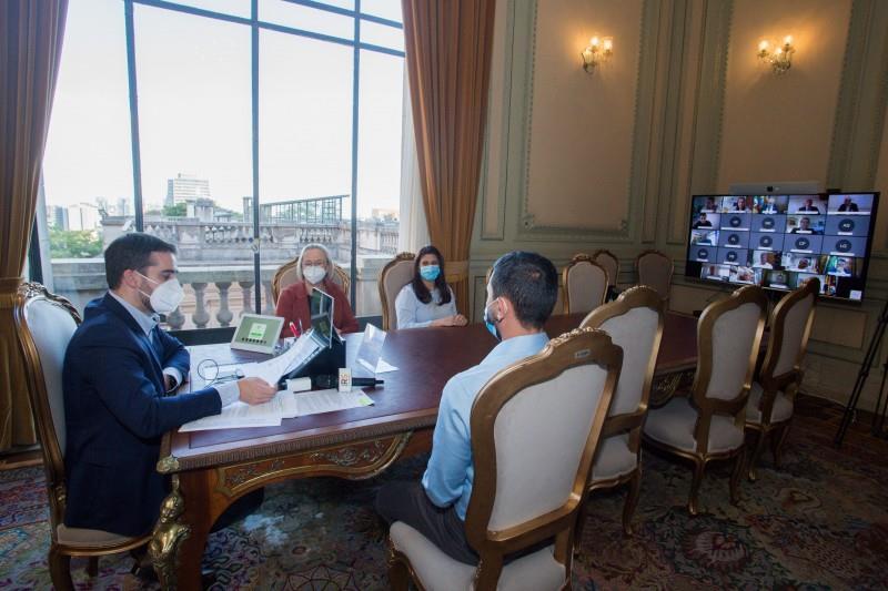 Medida é uma demonstração de solidariedade, disse Leite durante reunião presencial e por videoconferência