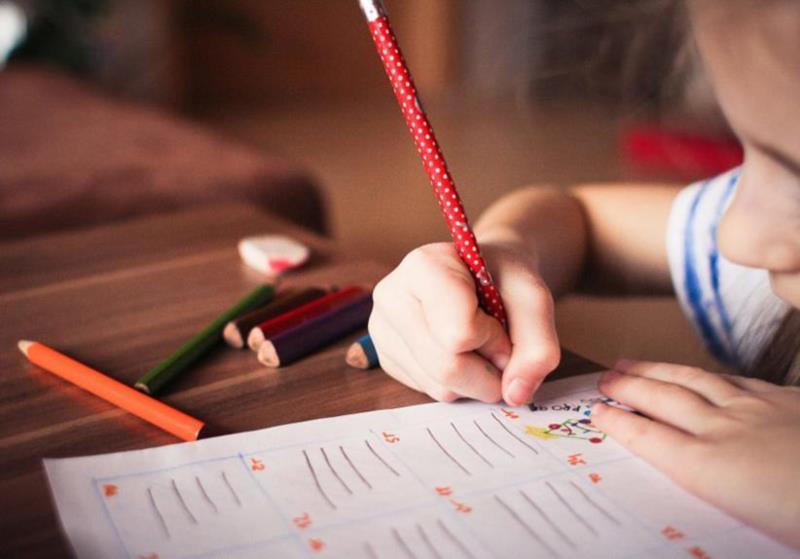 O texto prevê, como estratégia para o retorno às aulas, critérios como prioridade na vacinação de professores e funcionários