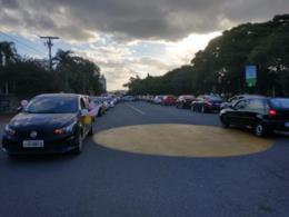 Protesto foi organizado por pais de alunos e proprietários de escolinhas do município