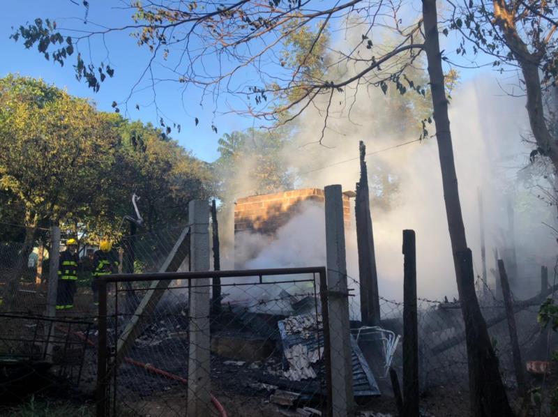 Uma mulher ficou ferida durante o incêndio