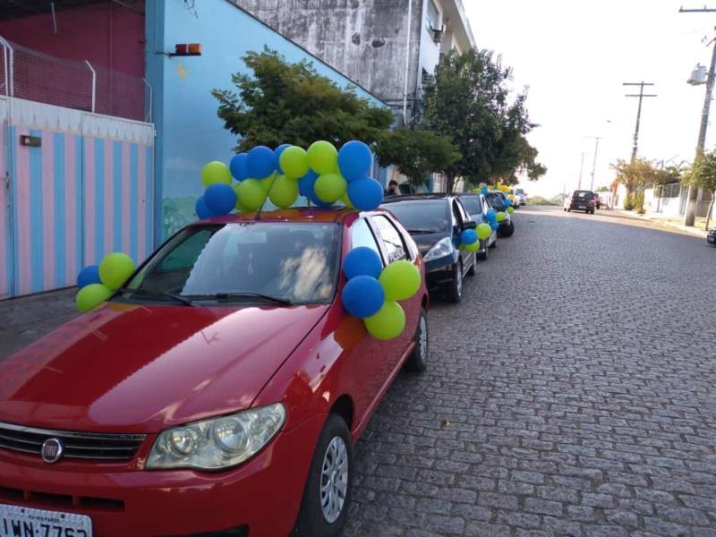 Escolas privadas do município participaram do ato ao lado dos pais dos alunos