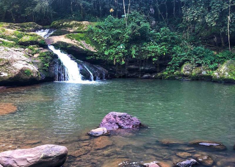 Em Alto Quilombo, Poço Azul chama a atenção pela beleza do lugar
