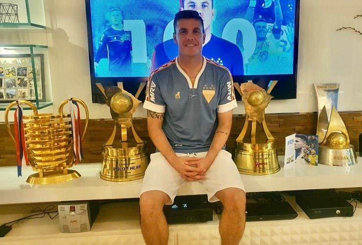 Menino que começou no Clube Vera Cruz e chegou à Champions League conta como conquistou o sonho de ser um jogador