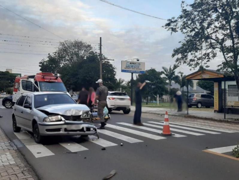 Motociclista fica ferido em colisão com carro em Santa Cruz