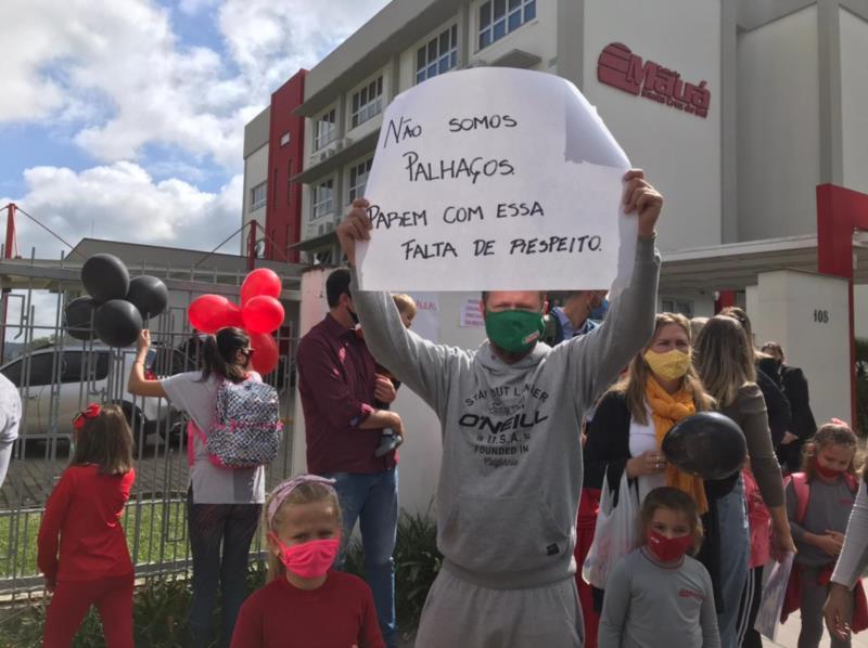 Pais se mobilizam e pedem retorno das aulas presenciais em Santa Cruz