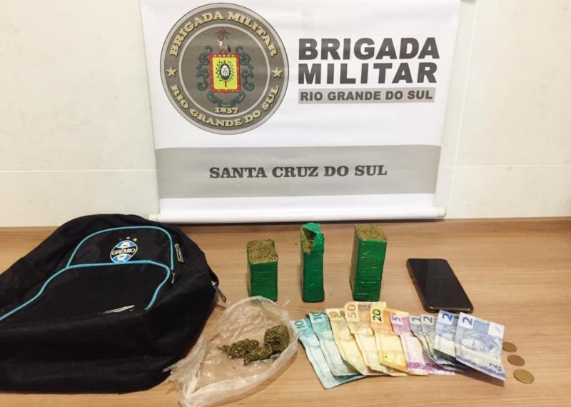 Brigada Militar realizou a apreensão de dinheiro e porções de maconha