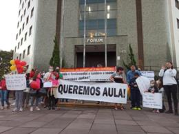 Indefinição sobre o retorno das aulas presenciais motiva protesto em Santa Cruz