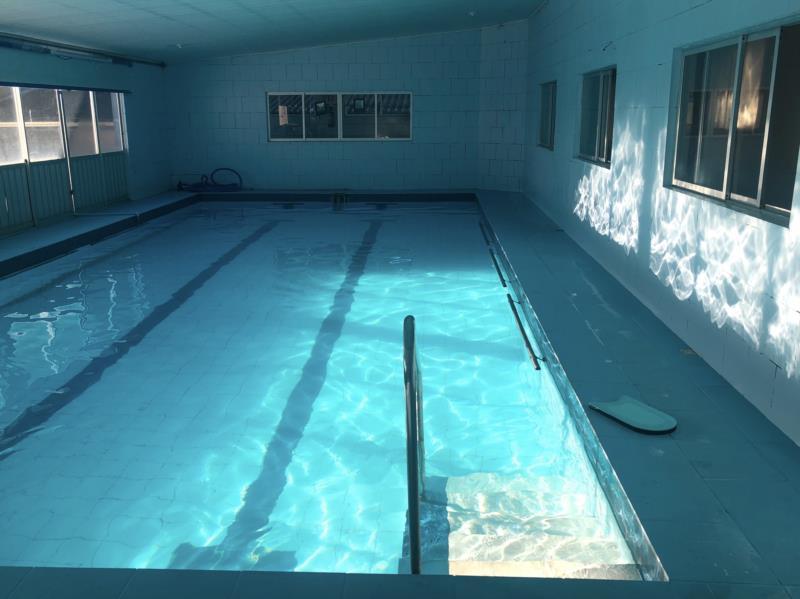 Aulas de hidromassagem e de natação também são disponibilizados no local