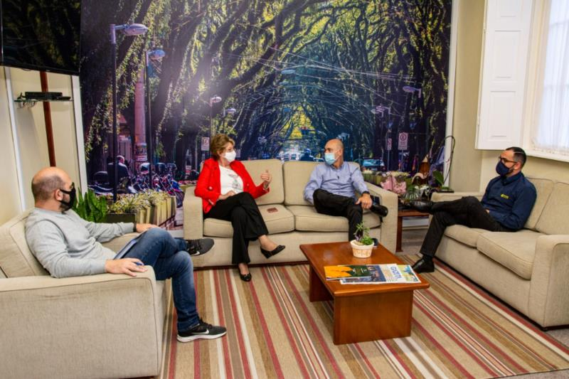 A notícia foi dada em primeira mão à prefeita Helena Hermany e ao secretário municipal de Desenvolvimento Econômico e Turismo, Márcio Martins