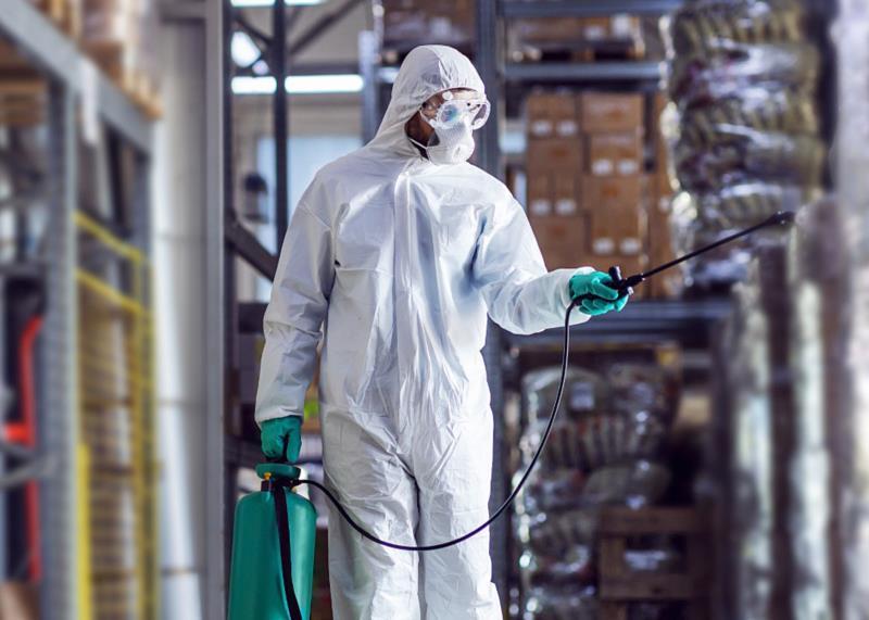 Empresas precisaram se adaptar para evitar transmissão da doença dentro do ambiente de trabalho