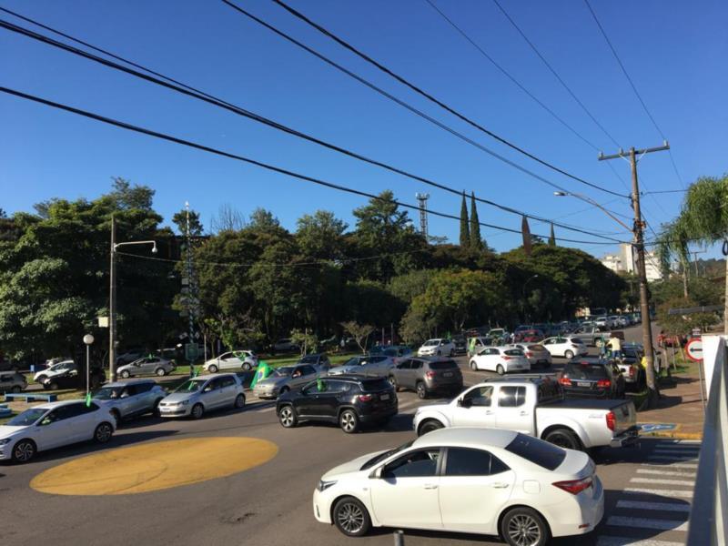 Carreata percorreu as principais ruas do município na tarde deste sábado