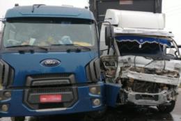 Acidente entre dois caminhões altera trânsito na RSC-287