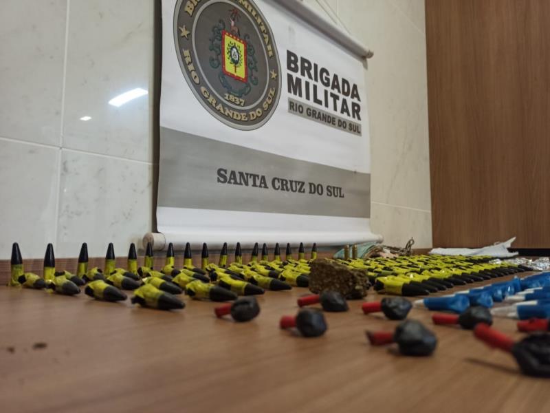 Entorpecentes foram encaminhados à Delegacia de Polícia