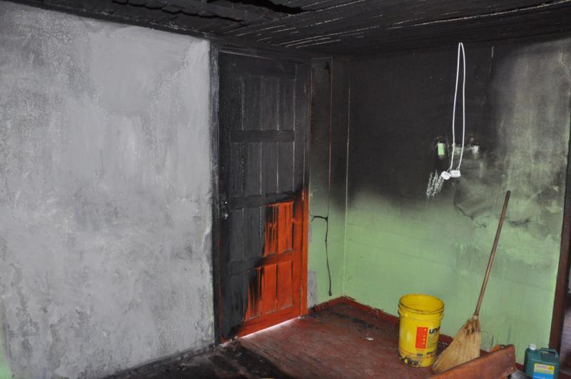 Fogo se espalhou rapidamente na residência