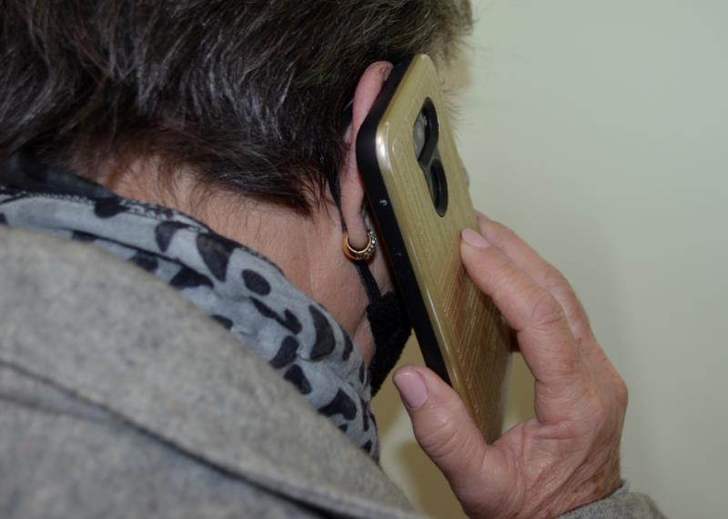 Criminosos fazem contato via ligação, bem como por SMS ou mensagem no WhatsApp