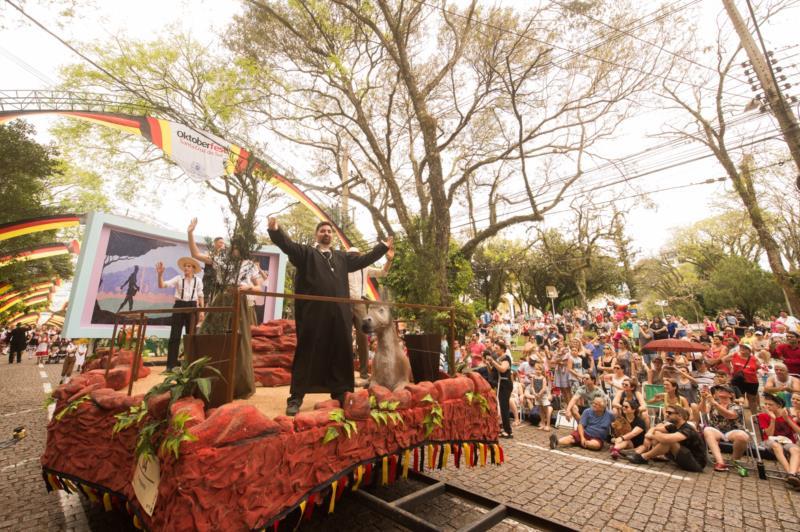 Desfiles serão a pauta da Oktoberfest Digital nesta sexta-feira