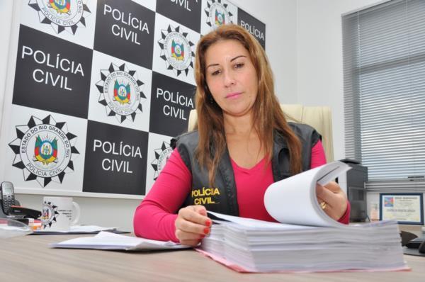 Delegada Lisandra de Castro de Carvalho investiga o caso