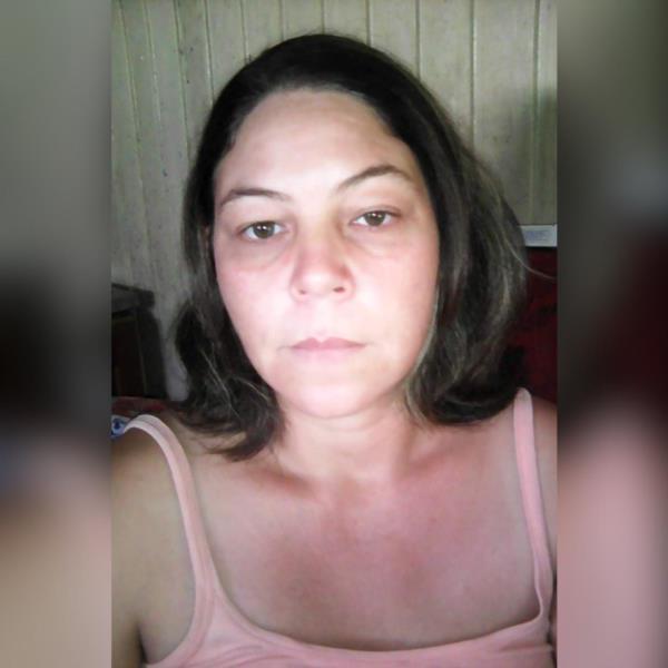 Vítima, de 40 anos, conduzia um Volkswagen Gol que colidiu contra um caminhão