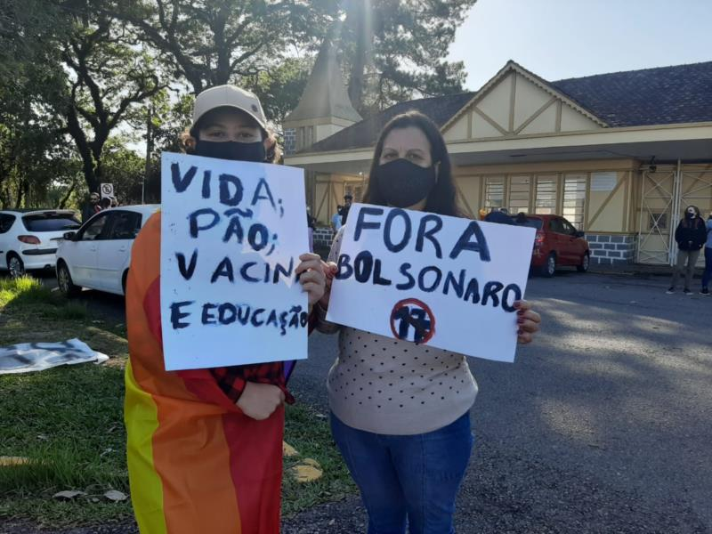 Manifestantes protestam contra Jair Bolsonaro em Santa Cruz
