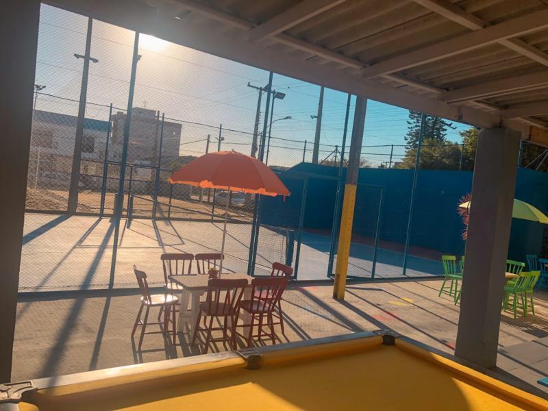Local proporciona, desde o ano passado, a prática de vôlei, futevôlei, beach tennis, padel e futebol de mesa