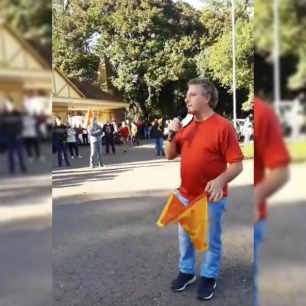Alberto se manifestou no protesto na tarde deste sábado