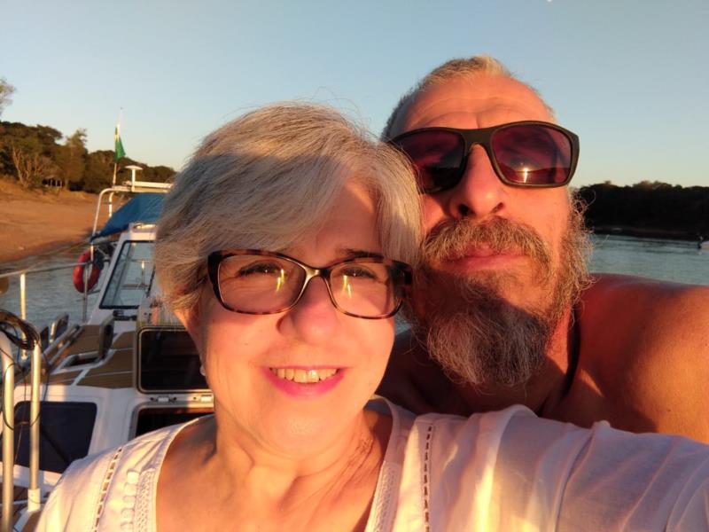 Para dar a volta ao mundo, casal de Santa Cruz vai viver em veleiro