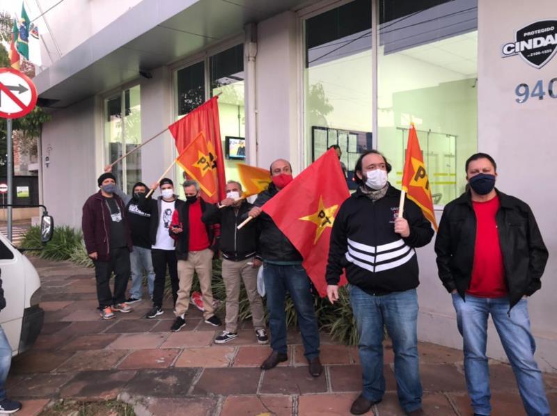 Grupos se mobilizam em frente à Câmara após fala de vereador