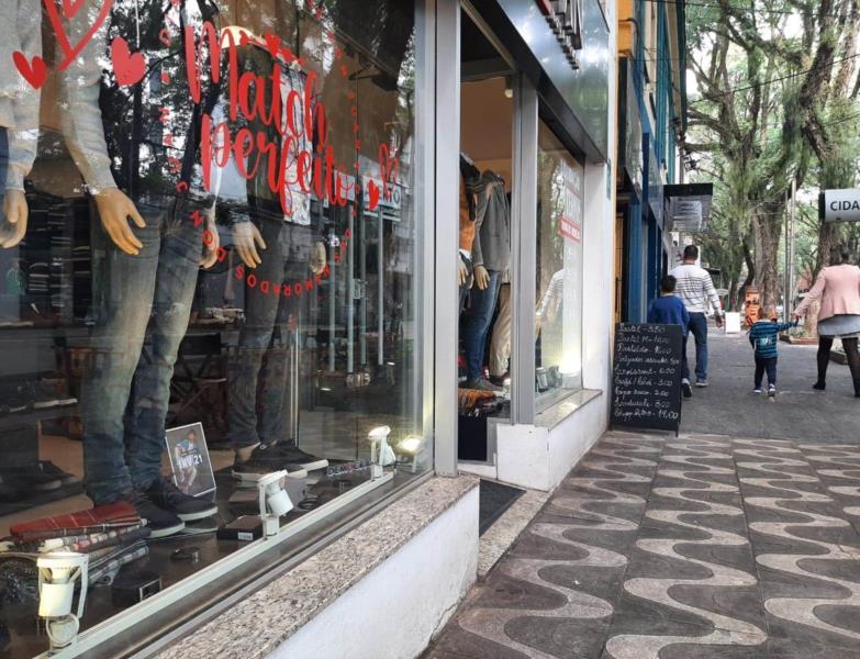 Movimento mais intenso é esperado a partir da próxima semana pelos lojistas de Santa Cruz
