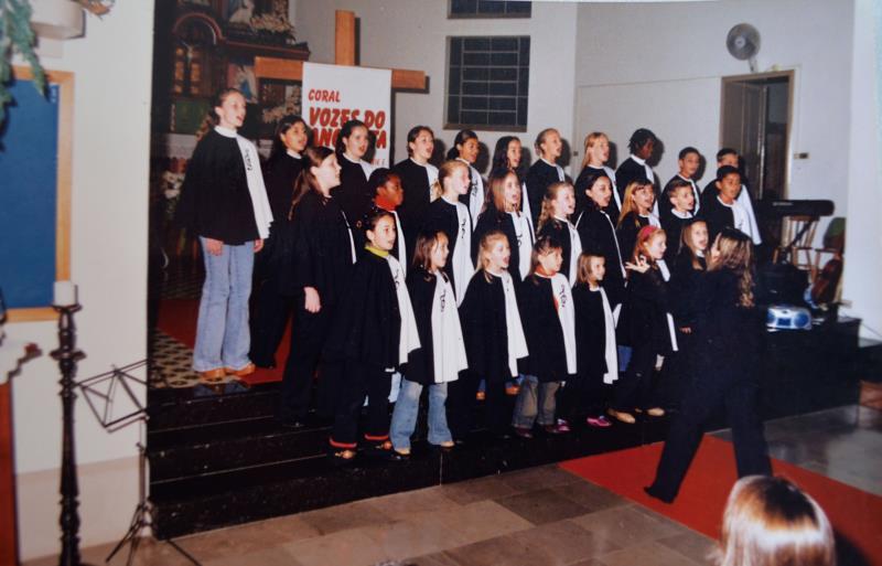 Grupo de coral CAMI em apresentação na Igreja Matriz, da Comunidade Católica