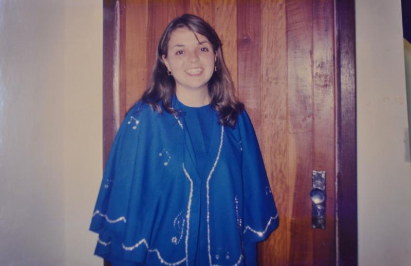Adeline com o uniforme do Coral Municipal