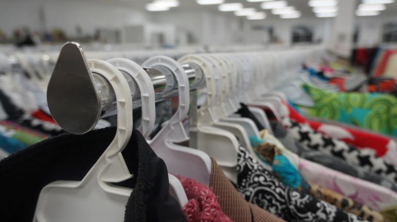 Serão comercializadas roupas novas com valores simbólicos