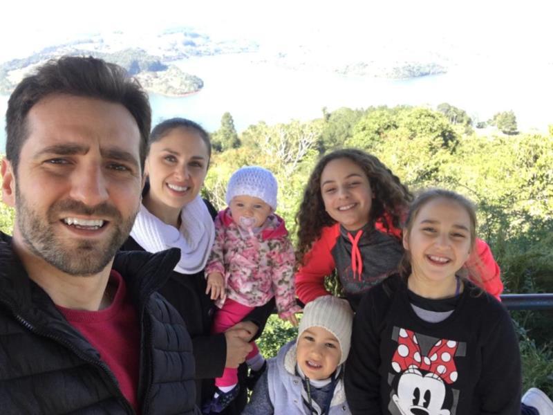O empresário com a esposa Fabiane e os filhos Augusto, Eduarda, Érica e Alice