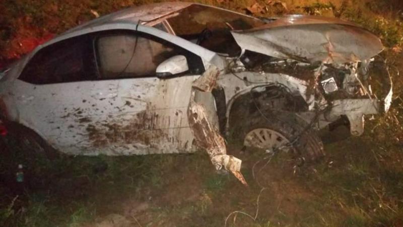 Uma pessoa que passava pelo local no momento do acidente teria levado o motorista ao Hospital Candelária