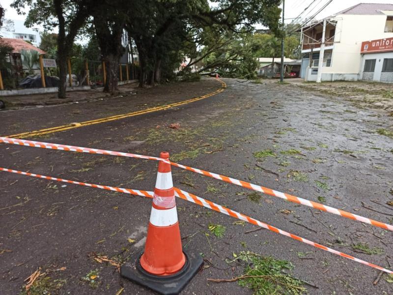 Avenida Independência está bloqueada desde ontem