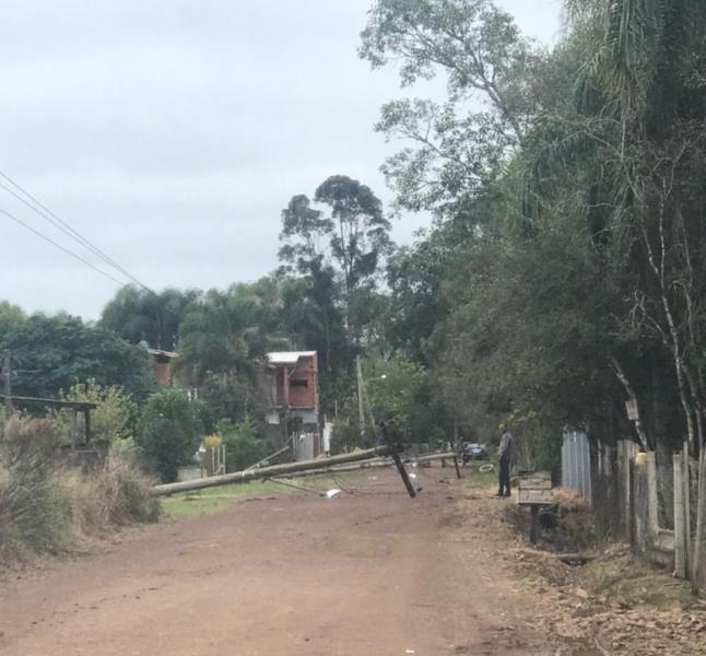 Moradores de Linha Travessa também estão sem energia elétrica desde a noite de sábado
